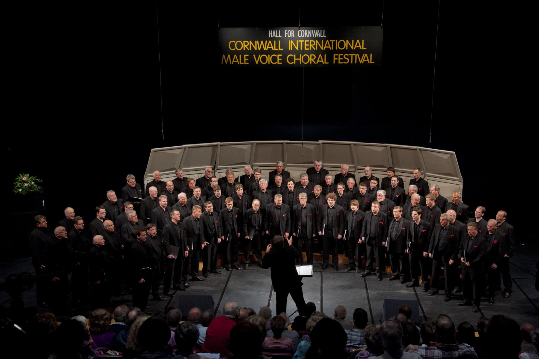 Die HARMONIE Lindenholzhausen in Cornwall beim International male voice choral festival, 2013